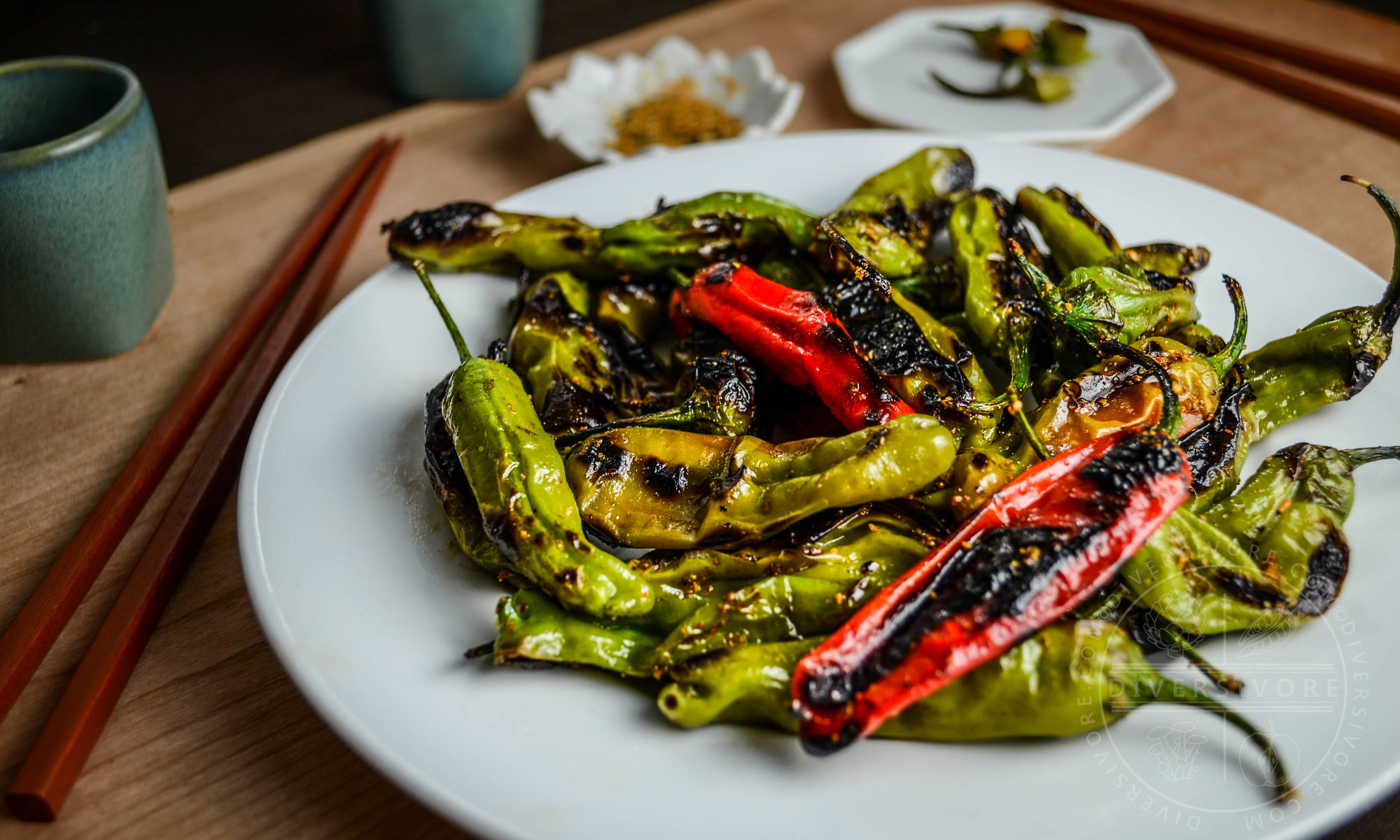 Charred Shishito Peppers with Sweet Togarashi Spice - Diversivore.com