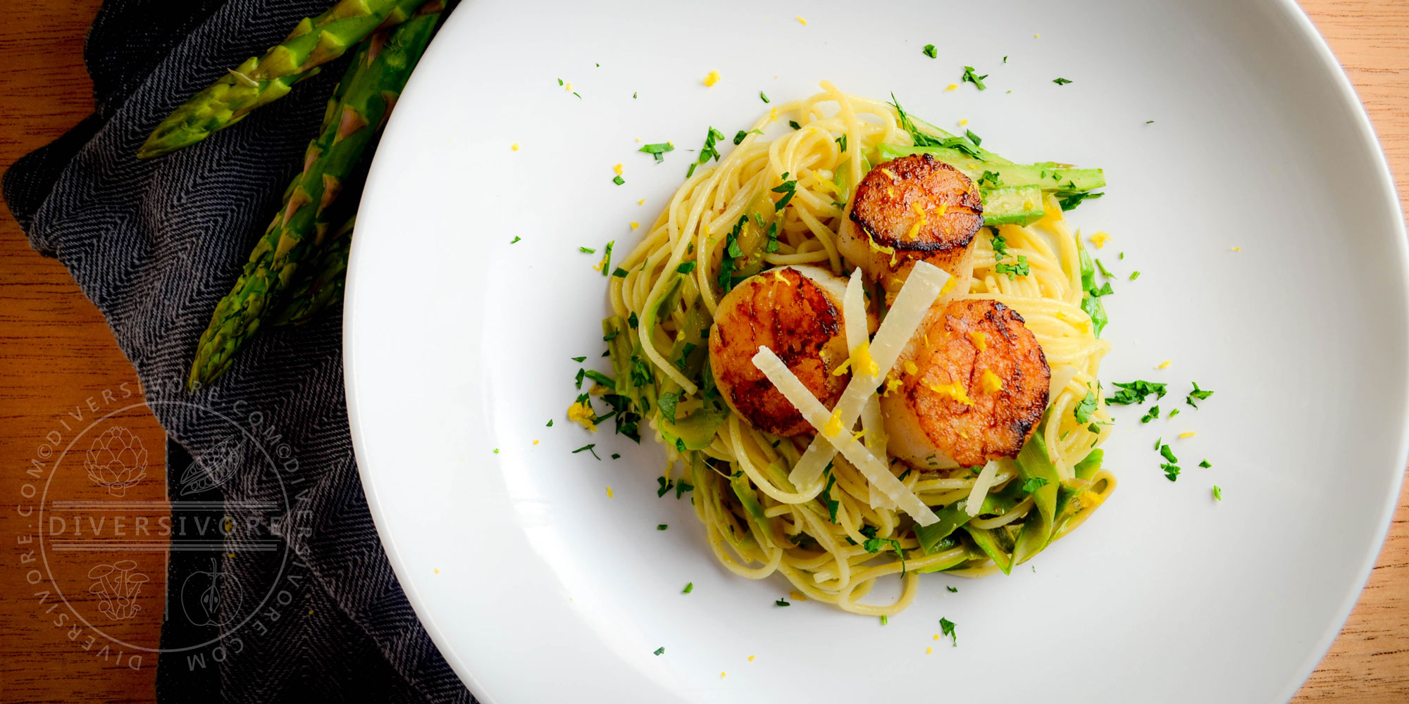 Scallops and Asparagus with Lemon Spaghettini - Diversivore.com