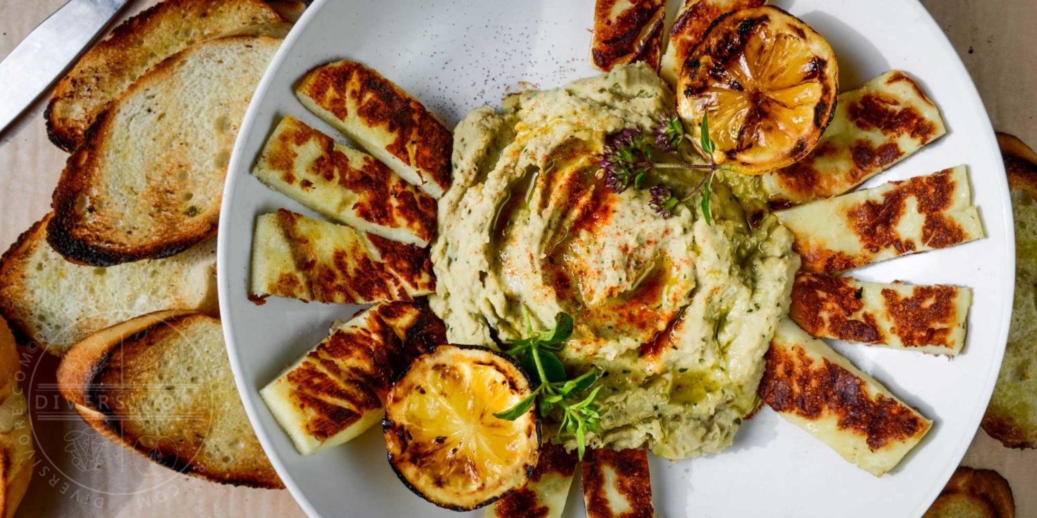 Grilled or fried halloumi cheese with basil and cannellini hummus and grilled lemons - Diversivore.com