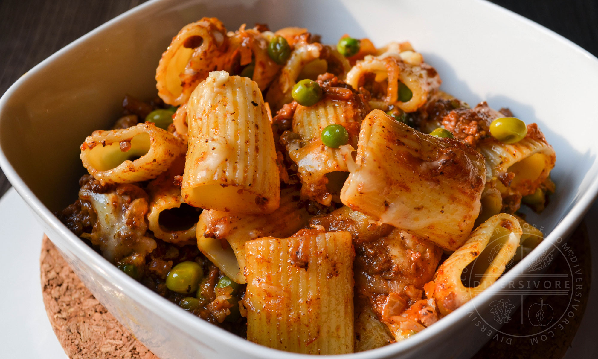Beef Rigatoni with Caramelized Onions and Peas (aka 'Amburger Assistant) - Diversivore.com