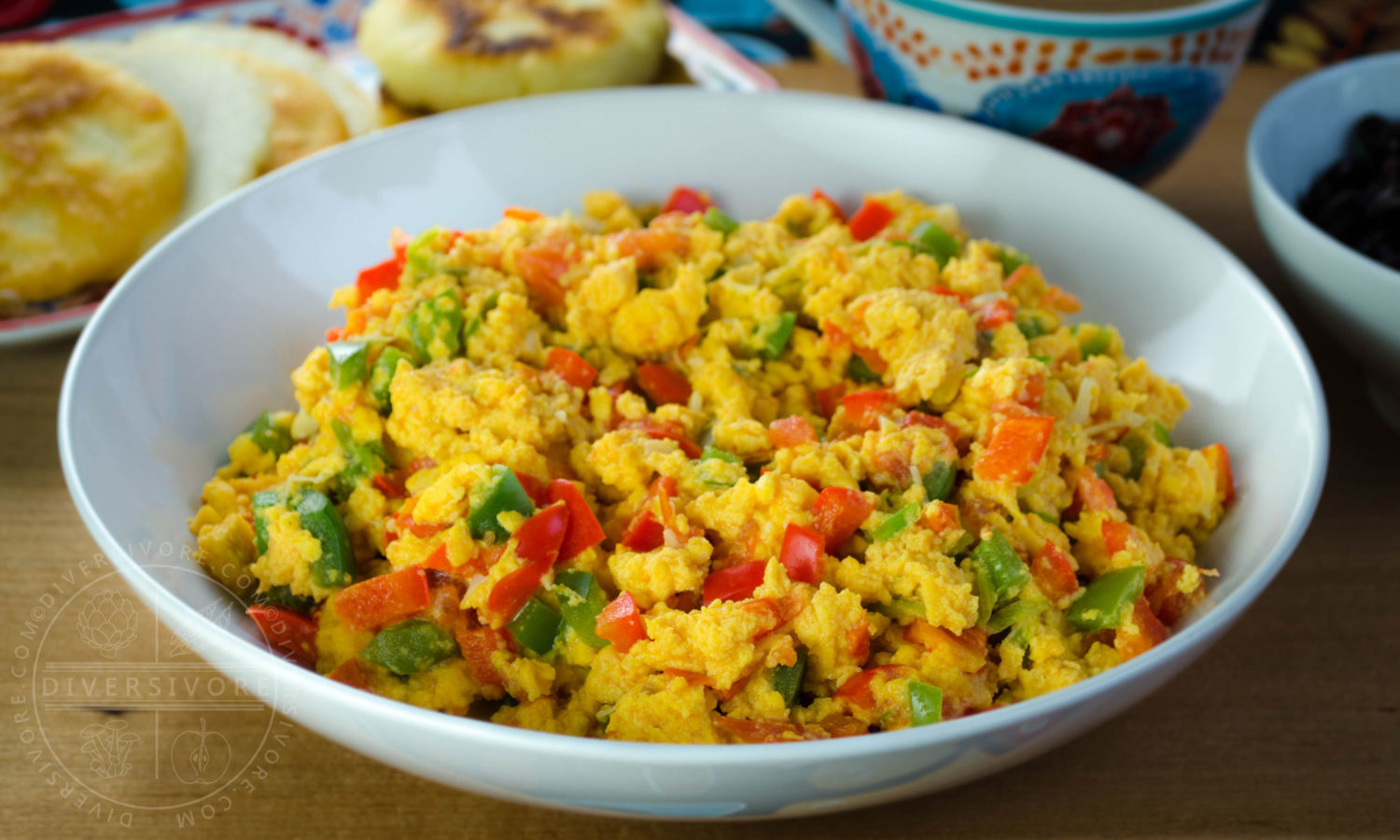 Perico - Colombian/Venezuelan scrambled eggs with peppers, tomatoes, and onions - Diversivore.com