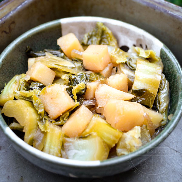 Japanese Simmered Cauliflower Leaves with Potatoes - Diversivore.com